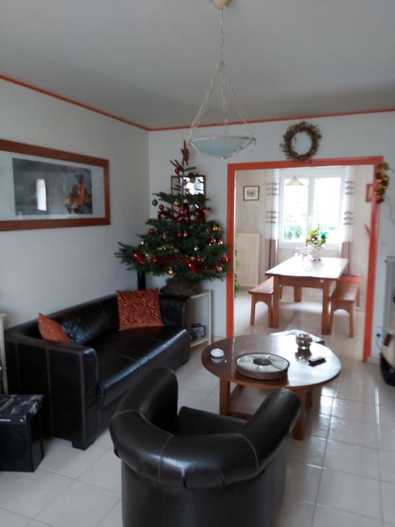Sale house / villa Chauray 146900€ - Picture 3