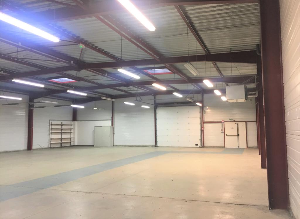 Sale empty room/storage Champdeniers saint denis 550000€ - Picture 2