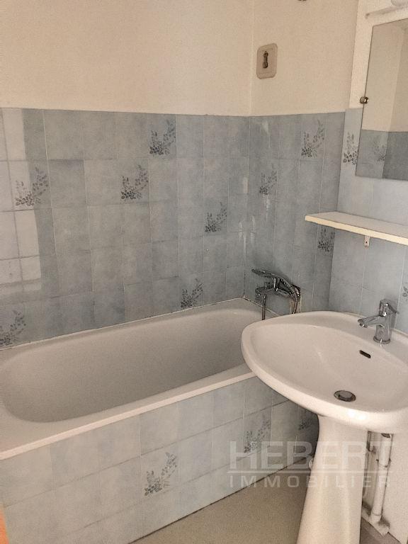 Rental apartment Sallanches 495€ CC - Picture 4