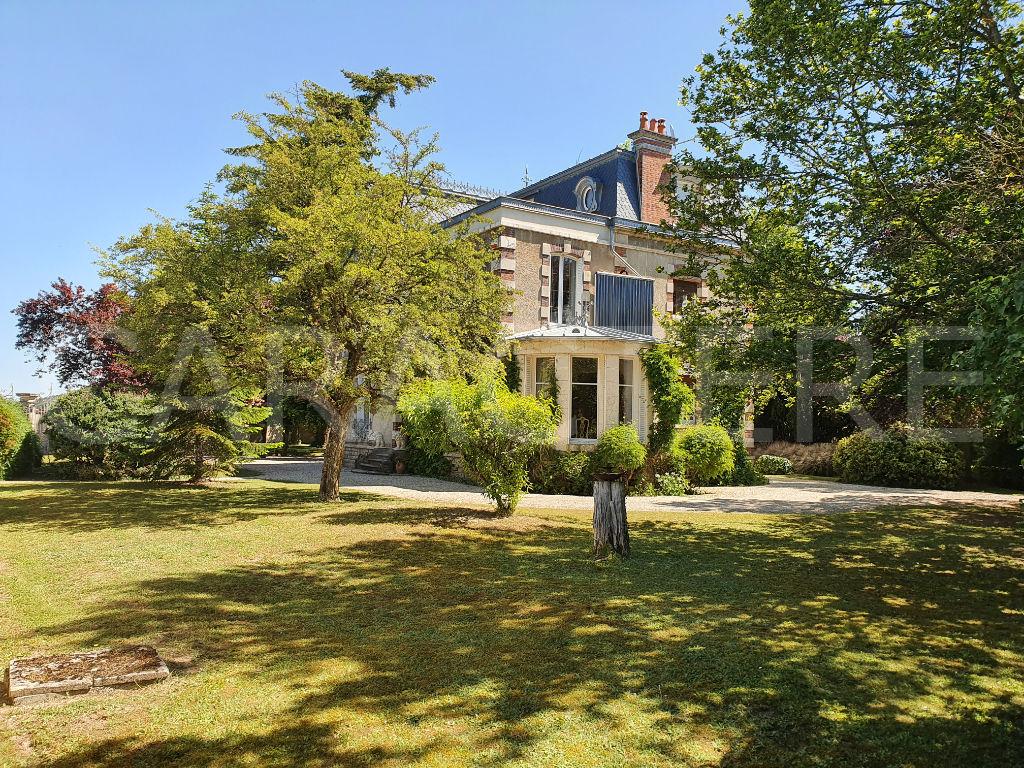 Demeure de prestige Sud Auxerre 10 pièce(s) 275 m2 - 1   Caractère international