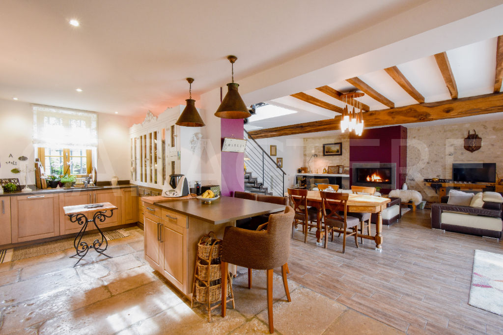 Character property 1h45 from Paris - 1 | CARACTERE international