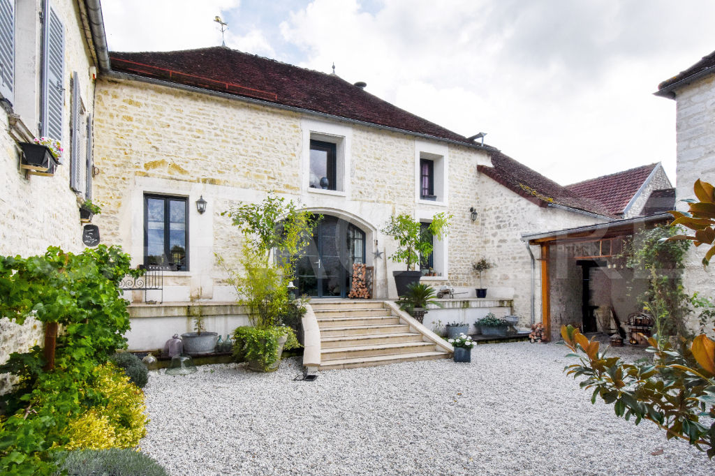 Character property 1h45 from Paris - 2 | CARACTERE international