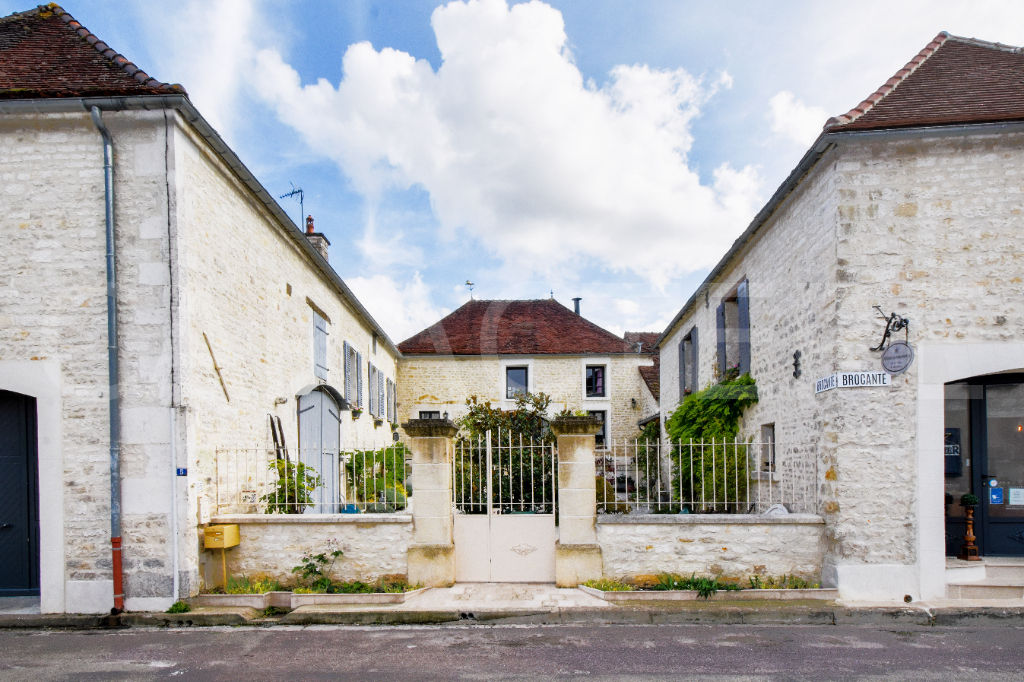 Character property 1h45 from Paris - 3 | CARACTERE international