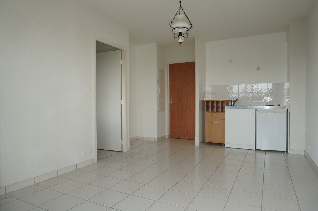-  A VENDRE - Appartement T1 bis, balcon, cave, parking - MONTBAZENS