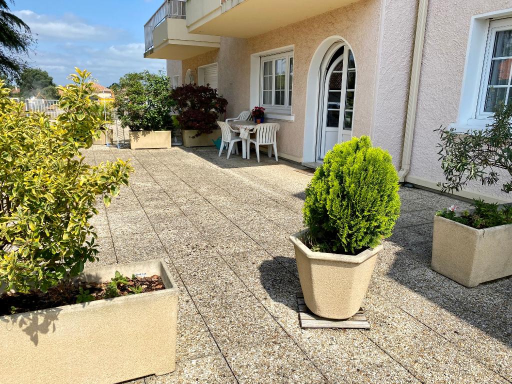 Pau 5 pièces 100 m2     3 chambres+ terrasse + parking + cave