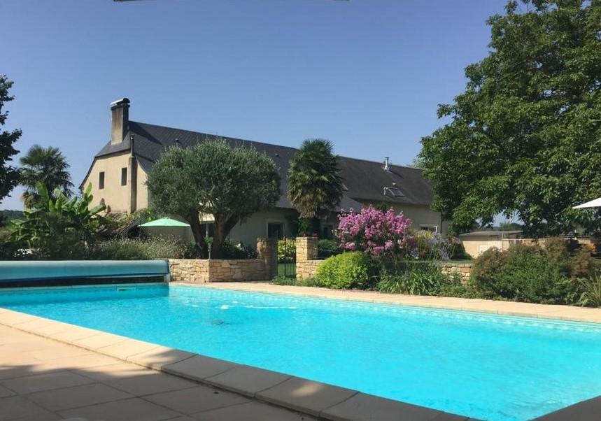HAUTES-PYRENEES Demeure de prestige de 355 m2 avec piscine sur u