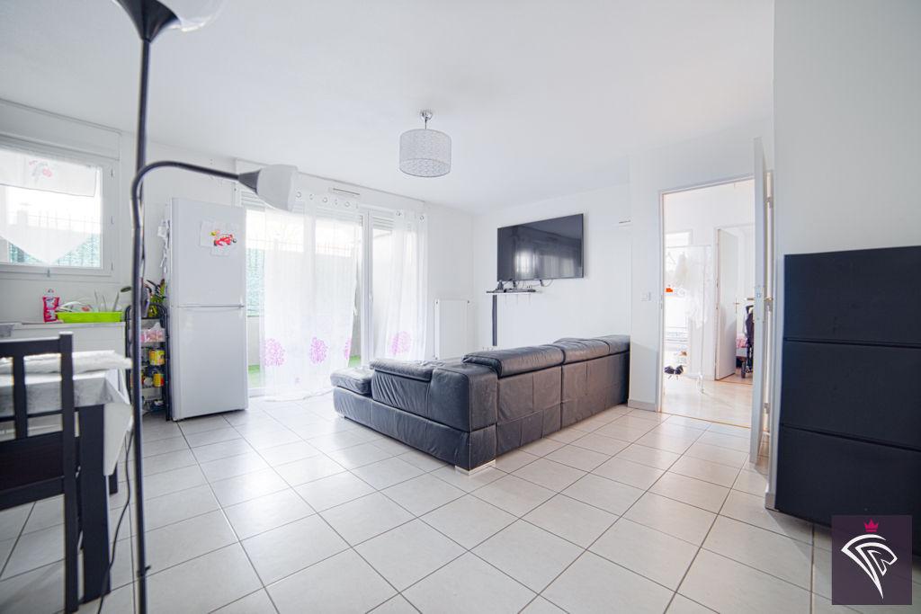 vente appartement vaulx en velin 4 pi ces 76m 139 000. Black Bedroom Furniture Sets. Home Design Ideas