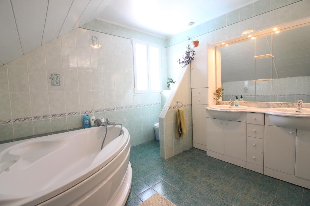 Location Maison de 6 pièces 158 m² - SAINT GENIS POUILLY 01630 | IMOGROUP DIVONNE LES BAINS - IMOGROUP photo5