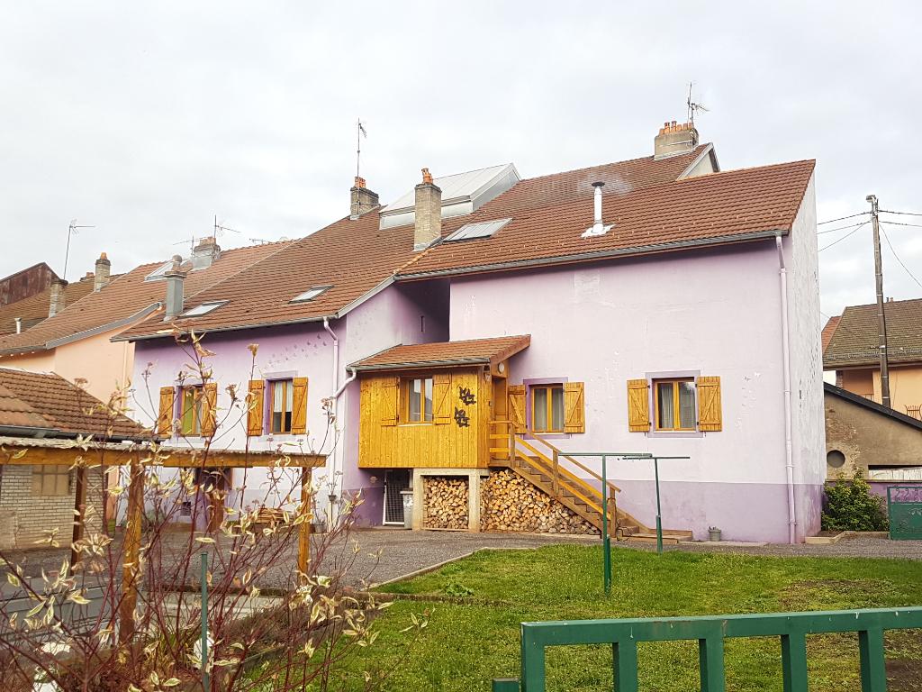 Ensemble immobilier composé de 3 logements loués.