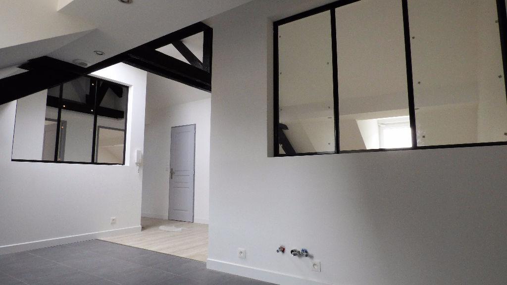 joli t3 avec d co industrielle belfort 90000. Black Bedroom Furniture Sets. Home Design Ideas