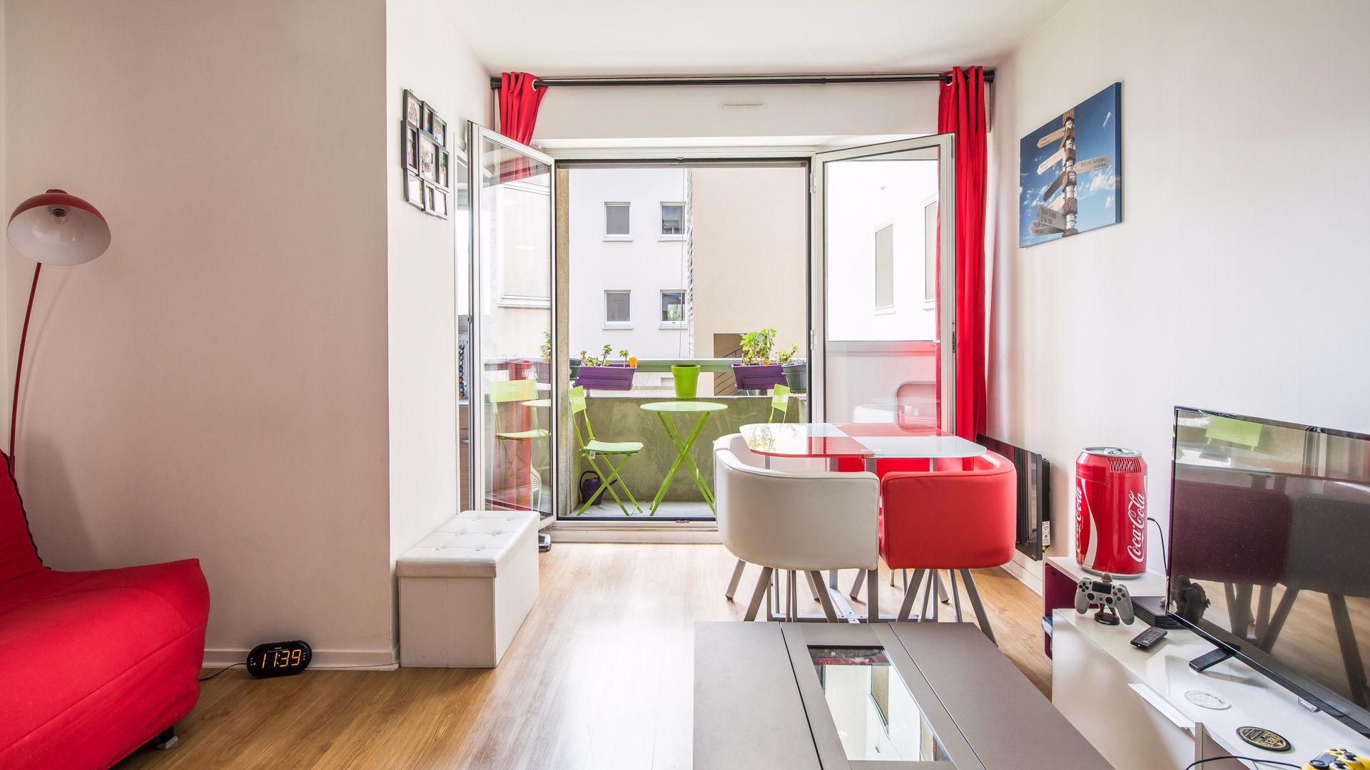 courbevoie junot. Black Bedroom Furniture Sets. Home Design Ideas