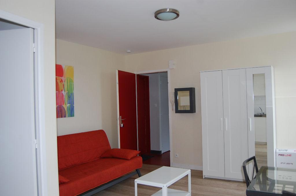 studio meuble a louer a kerhuon le relecq kerhuon 29480. Black Bedroom Furniture Sets. Home Design Ideas