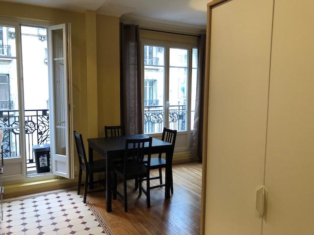 Location appartement Paris 18ème 950€ CC - Photo 1