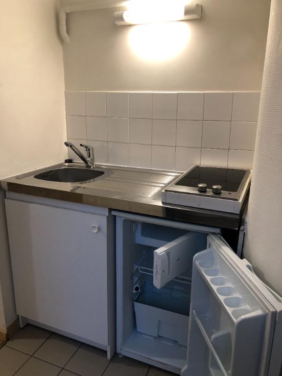 Location appartement Paris 12ème 690€ CC - Photo 7