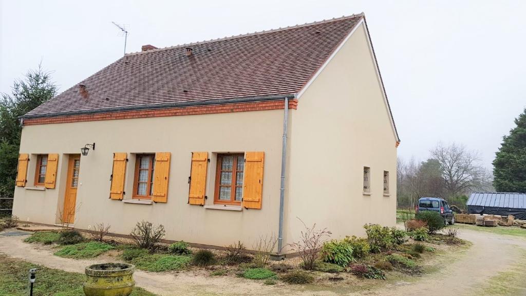 Rental house / villa Vannes sur cosson 680€ CC - Picture 1
