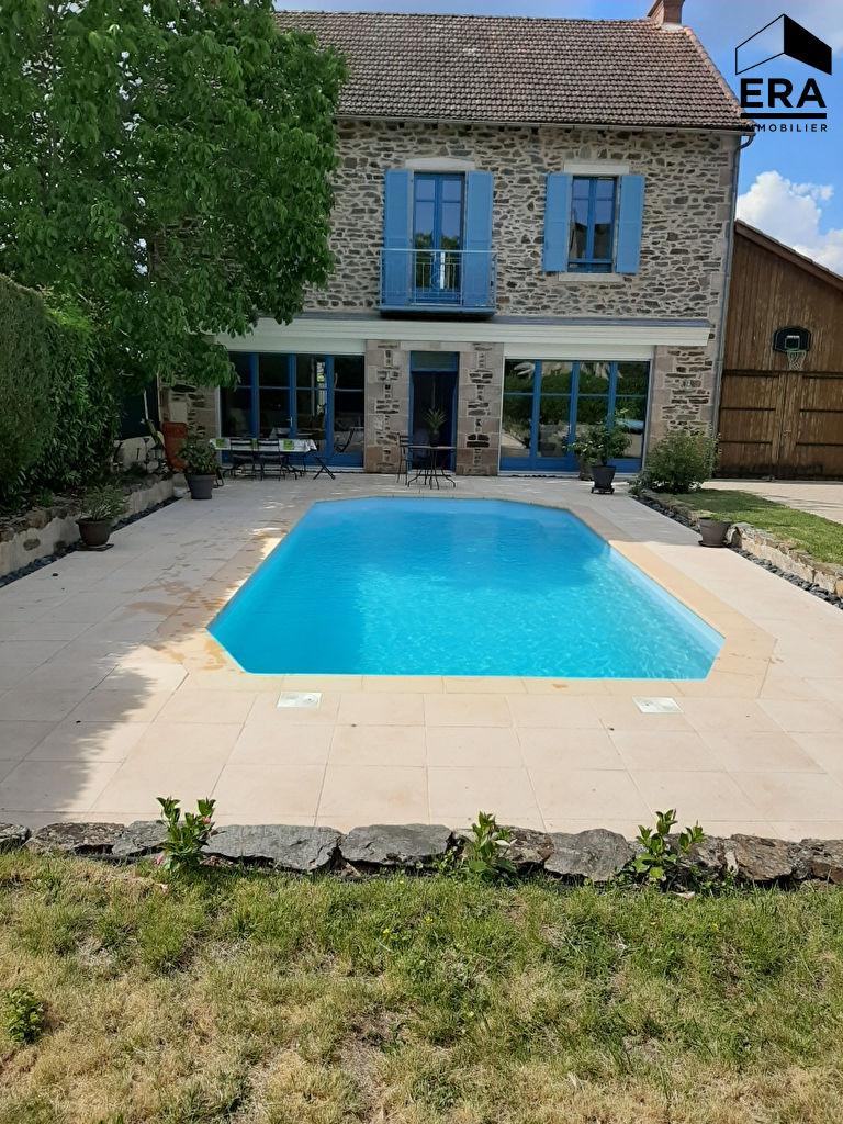 Maison spacieuse avec piscine