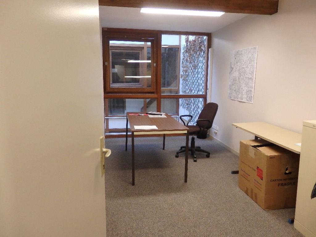 Ensembre de bureaux 86m2 à Elbeuf
