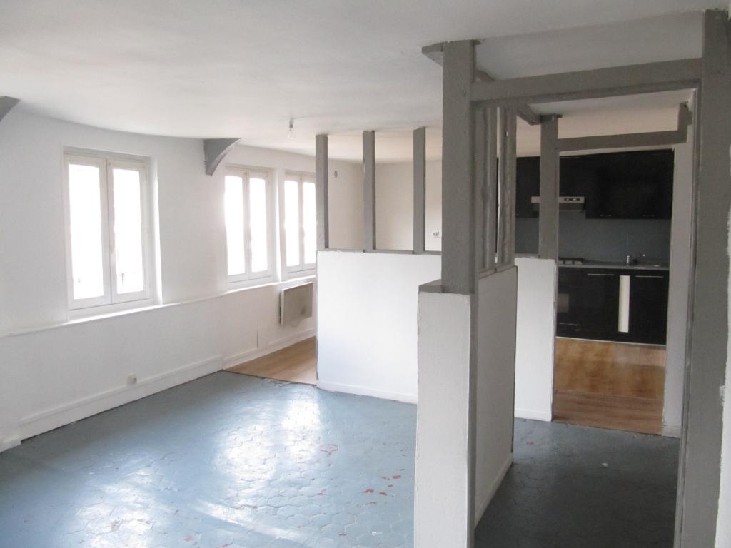 A vendre Immeuble à  CAUDEBEC LES ELBEUF  (76500)