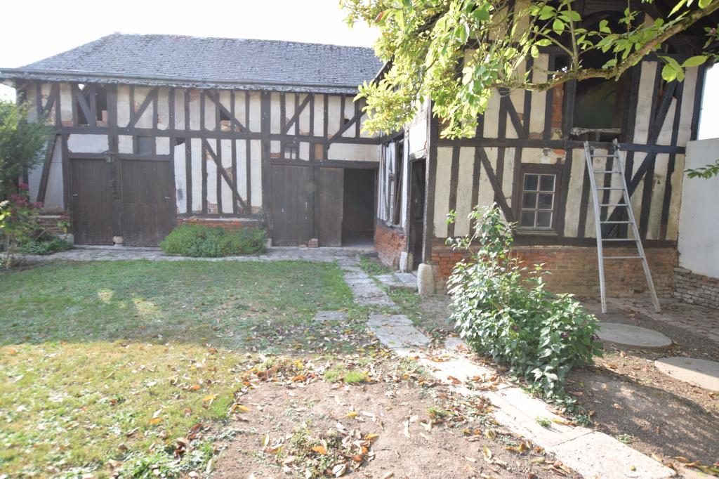 Maison atypique avec dépendance à rénover-27370-