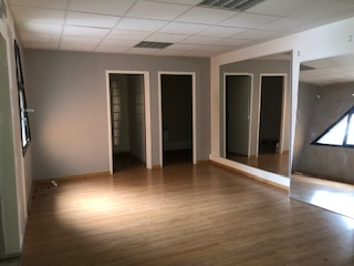 LOCAL COMMERCIAL 145 M2 A VENDRE ISNEAUVILLE