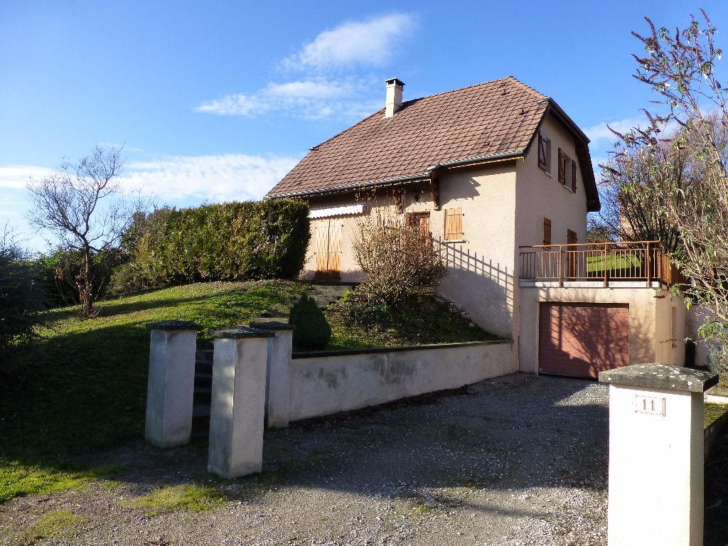 Centre du village maison de 7 pi ces 5 chambres for Ares cuisine centre laval