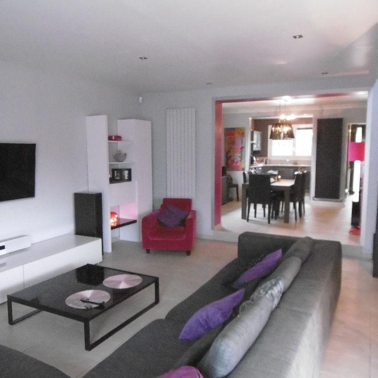 Maison  6 pièce(s) 176 m2