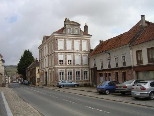Bel Immeuble 6 logements BOURG 25 KMS D'AMIENS