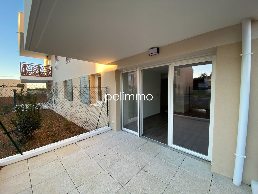 Location appartement Grans 633€ CC - Photo 2
