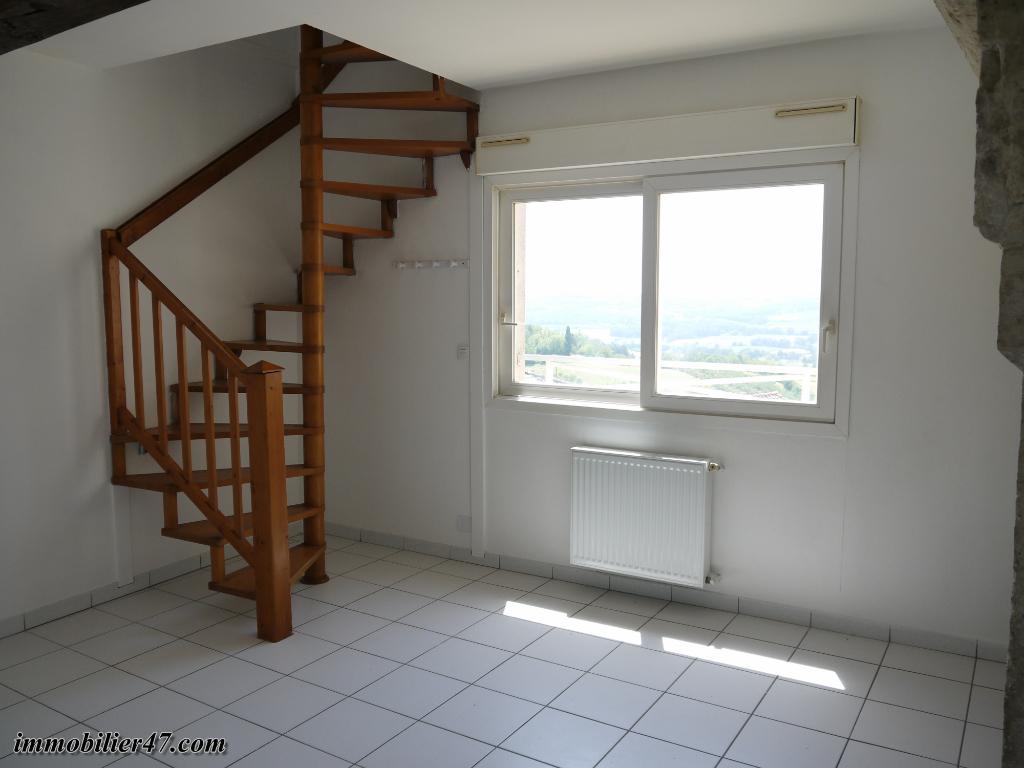 Location appartement Montpezat 315€ CC - Photo 2