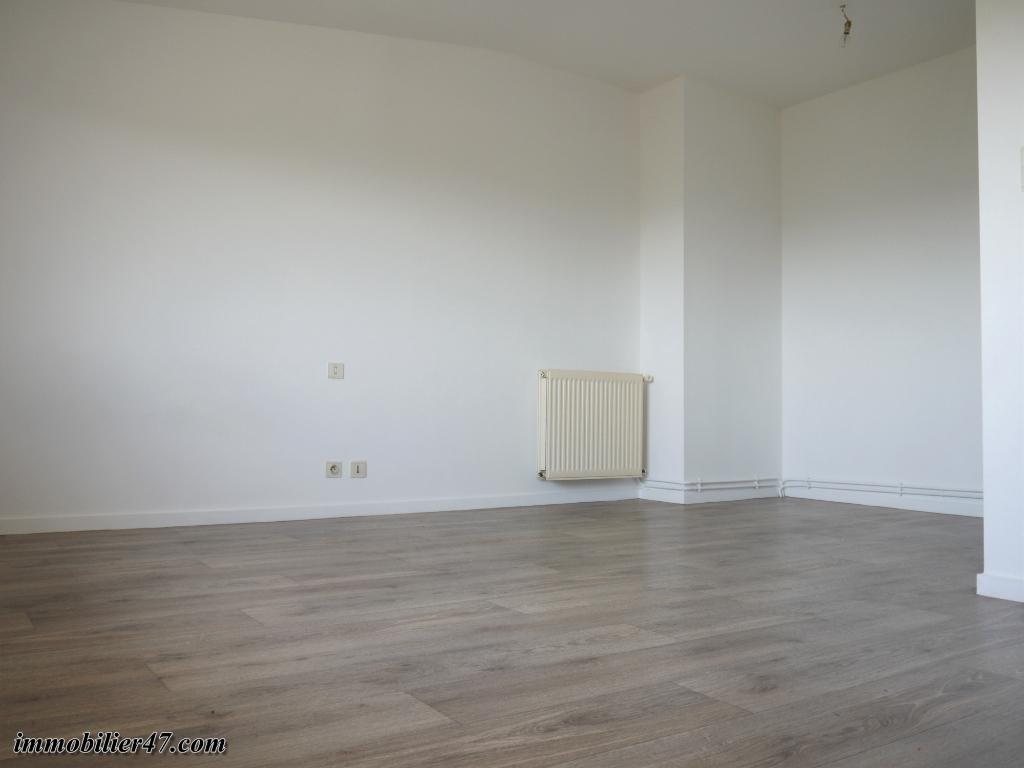 Location appartement Montpezat 315€ CC - Photo 5