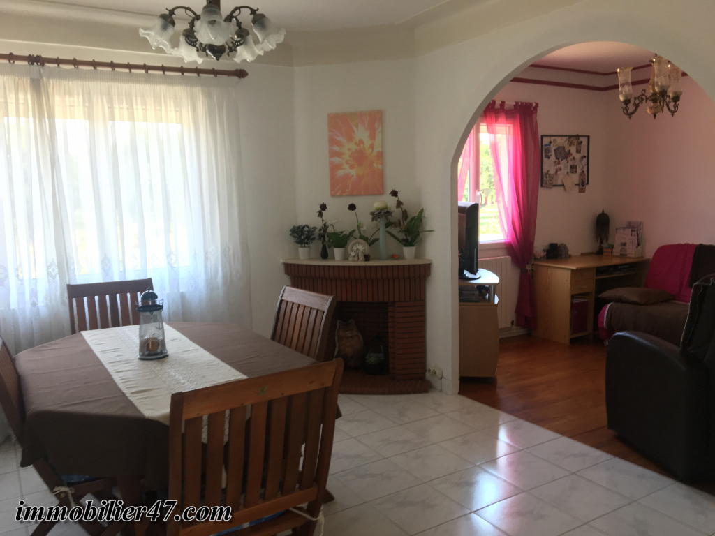 Location maison / villa Sainte livrade sur lot 550€ CC - Photo 5