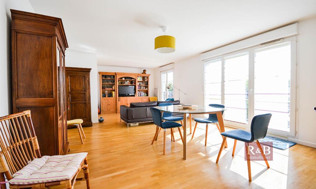 Sale apartment Les clayes sous bois 330000€ - Picture 2
