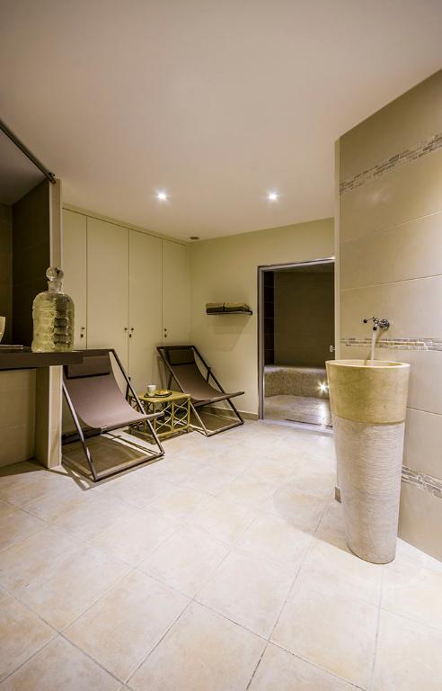 Rental empty room/storage Voisins le bretonneux 650€ CC - Picture 3