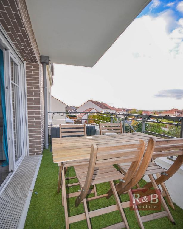 Sale apartment Les clayes sous bois 325000€ - Picture 4
