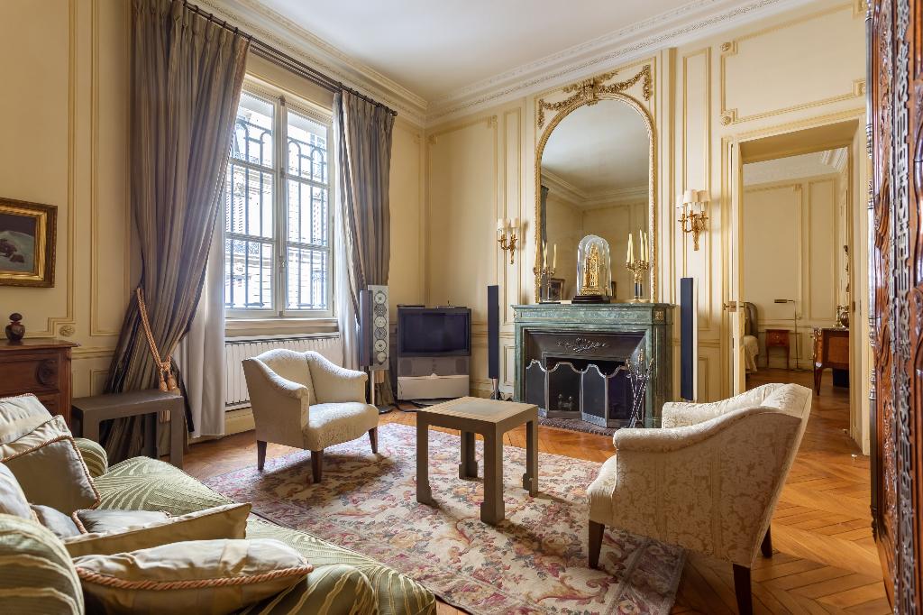 Vente Appartement de 4 pièces 126 m² - PARIS 75008   REZ DE CHAUSSEE.COM - AR photo1