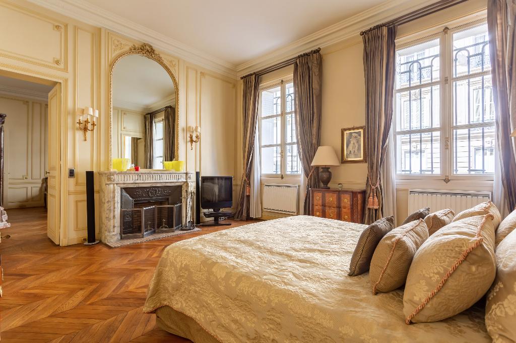 Vente Appartement de 4 pièces 126 m² - PARIS 75008   REZ DE CHAUSSEE.COM - AR photo2