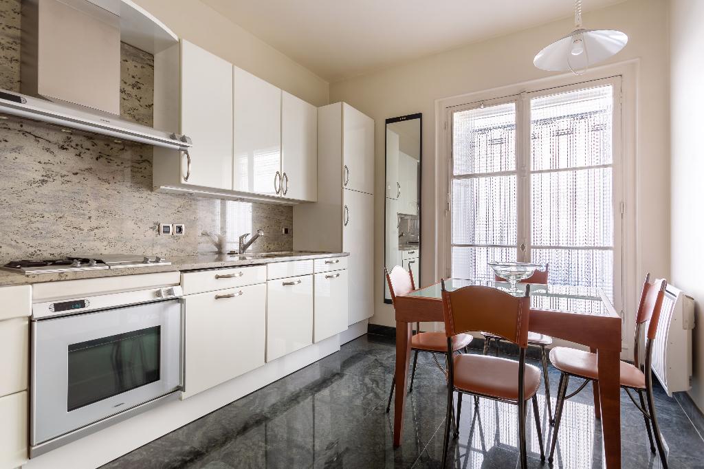 Vente Appartement de 4 pièces 126 m² - PARIS 75008   REZ DE CHAUSSEE.COM - AR photo5
