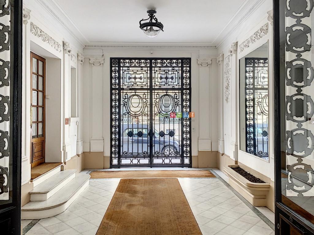 Vente Appartement de 8 pièces 220 m² - PARIS 75116 | REZ DE CHAUSSEE.COM - AR photo9