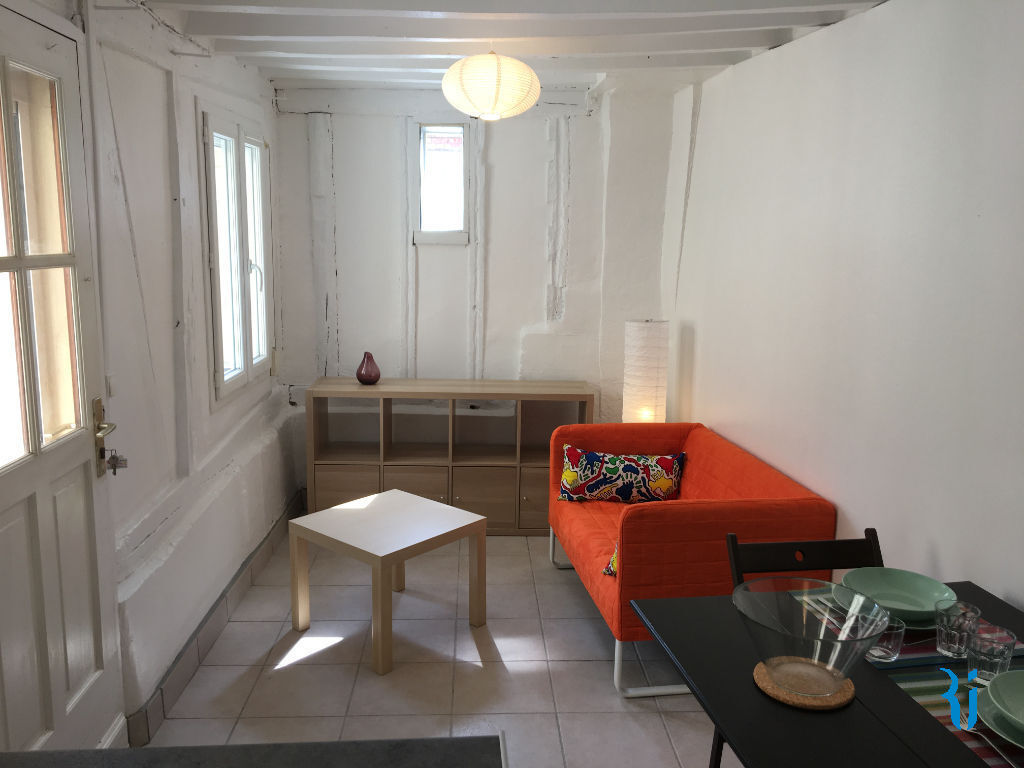 location rouen. Black Bedroom Furniture Sets. Home Design Ideas