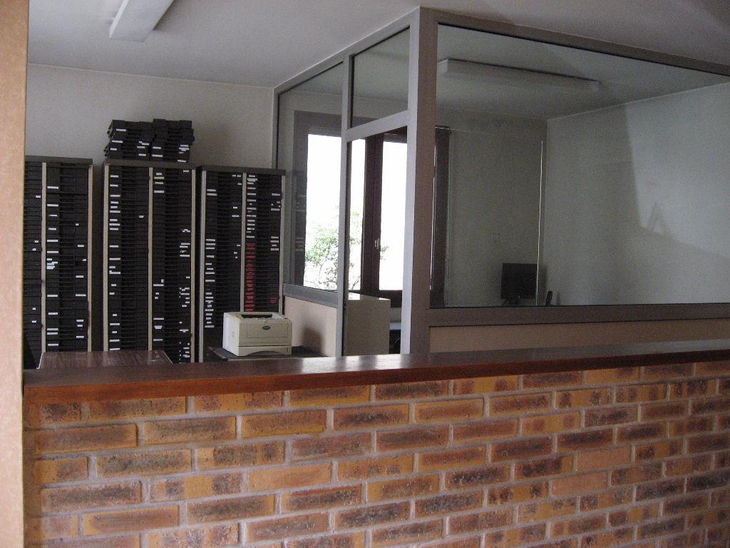 Photo LIMOGES BUREAUX DE 57 m² PROCHE PLACE DENIS DUSSOUBS image 2/3
