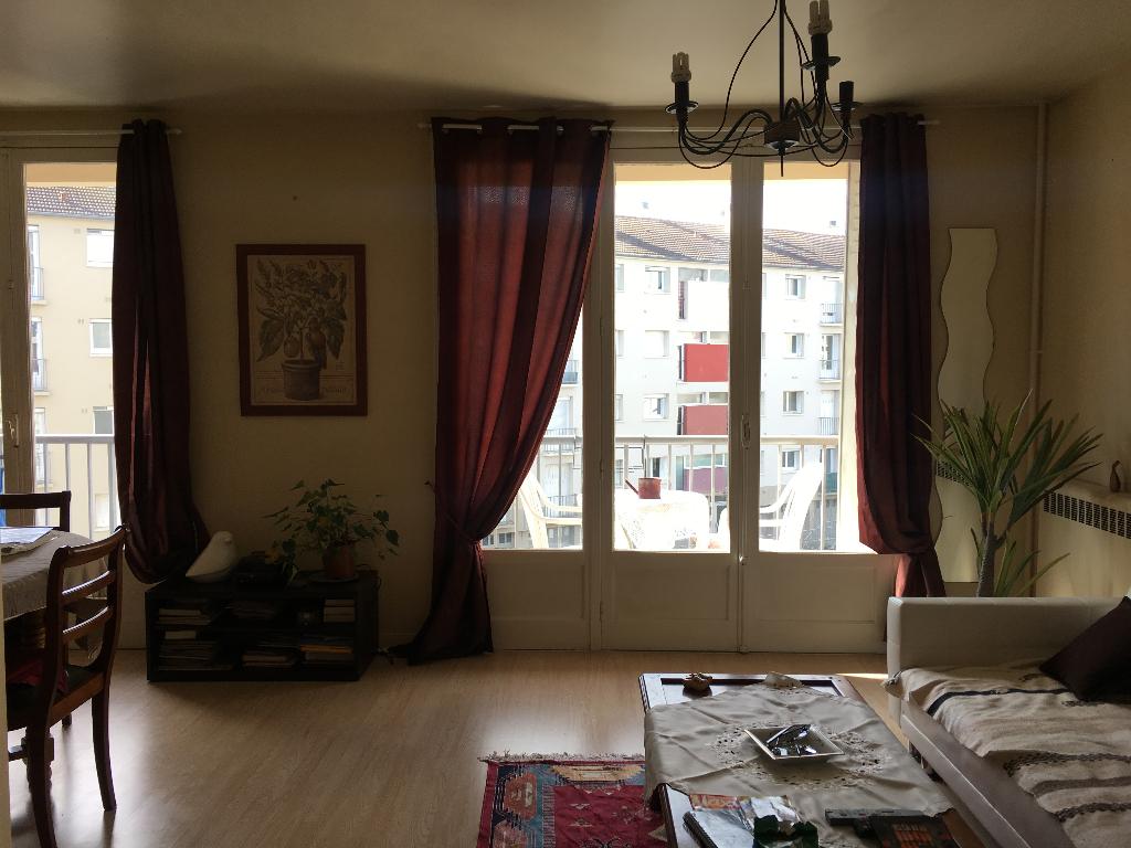 Photo Proche CHU - Appartement Type 3 loué image 1/3