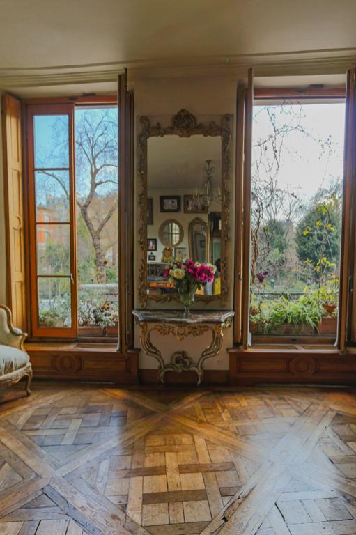 marais square du temple view vingt paris. Black Bedroom Furniture Sets. Home Design Ideas