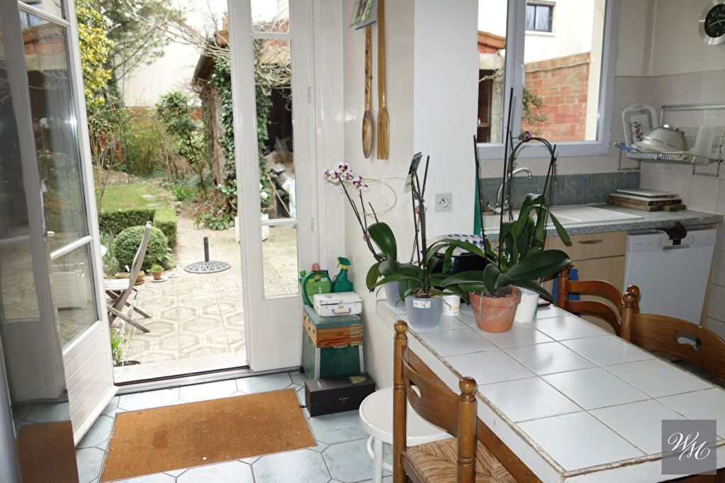 House 8 room(s) 250 m²                94800 VILLEJUIF