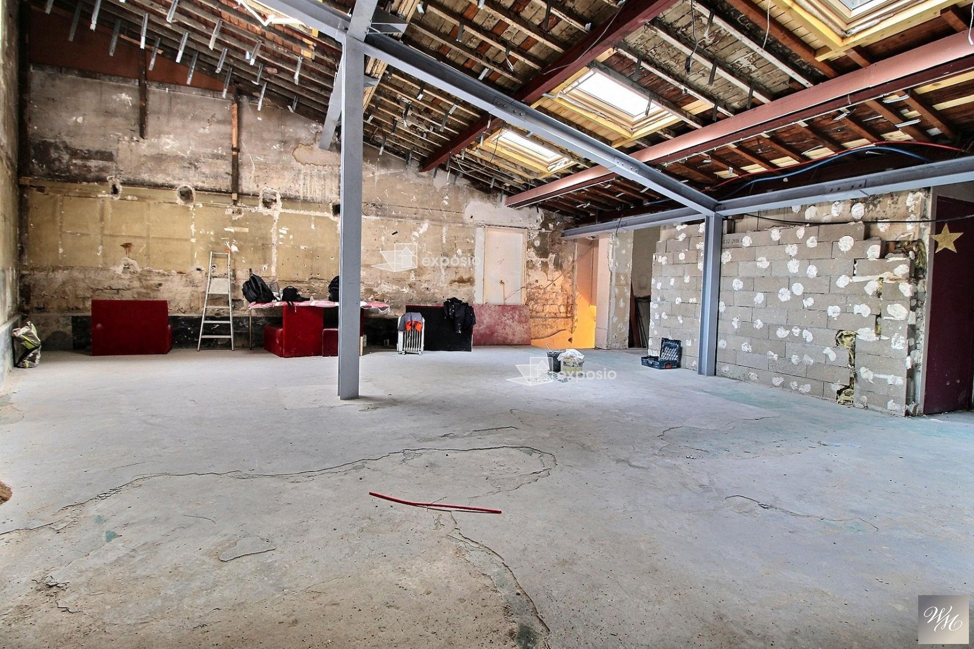 Local professionnel 200 m²