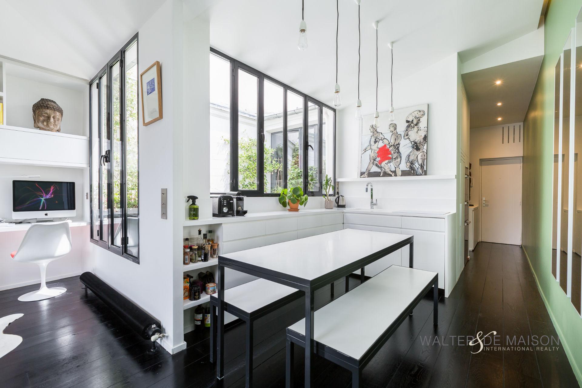Appartement 2 pièce(s) 47.6 m²                         75001 PARIS