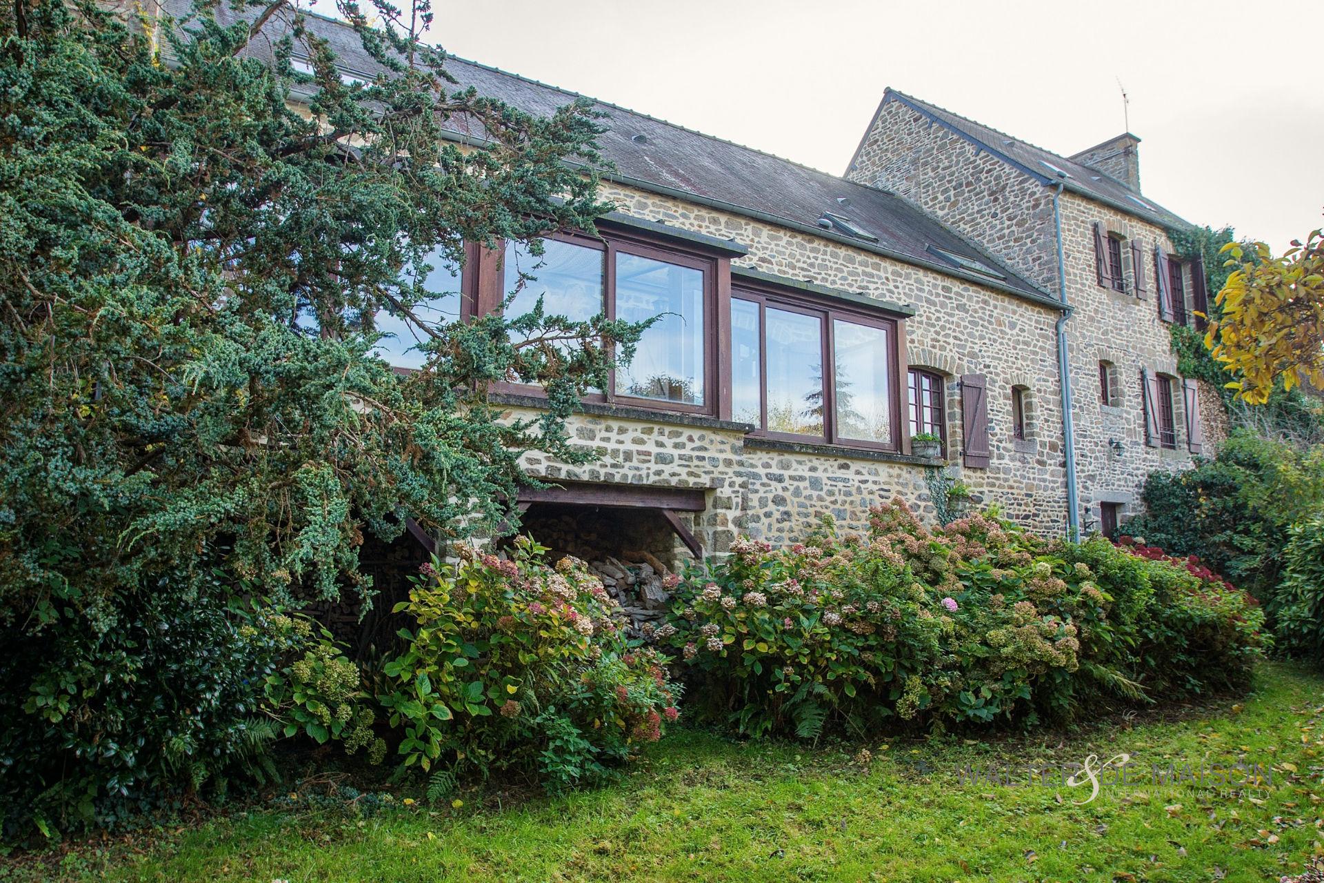House 10 room(s) 266 m²                35120 SAINT MARCAN