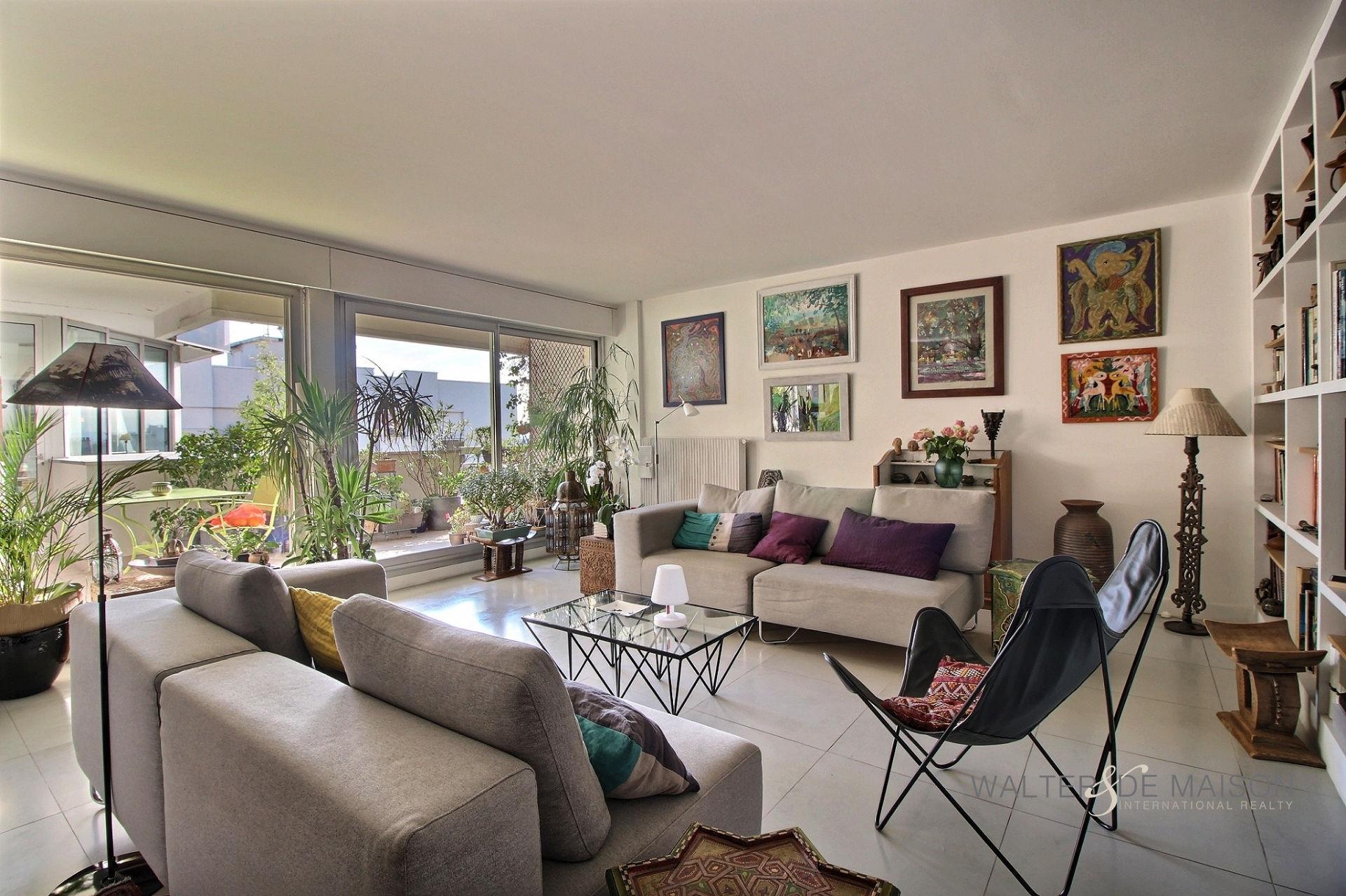 Appartement 3 pièce(s) 100 m²                         75020 PARIS