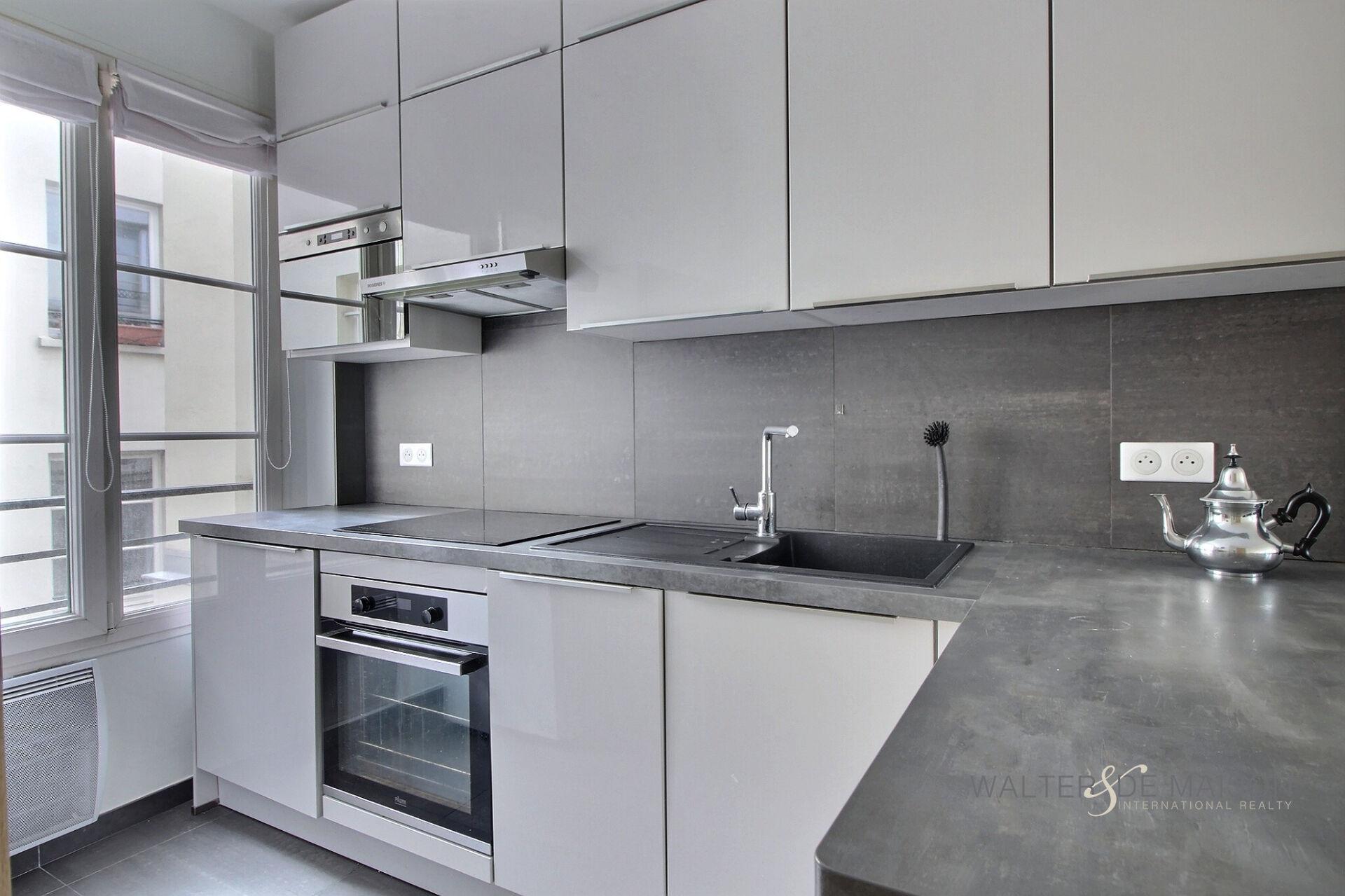 Appartement 4 pièce(s) 106 m²                         75001 PARIS