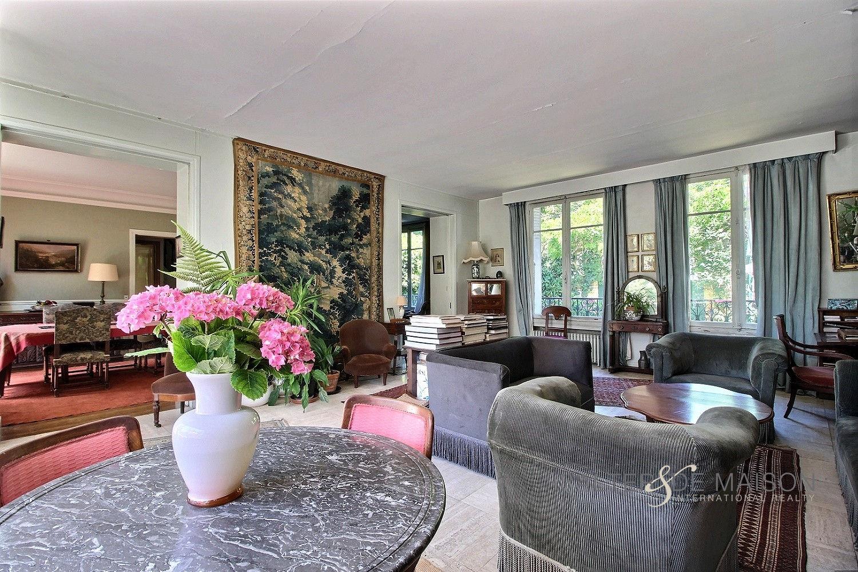 Maison 9 pièce(s) 213 m²                92380 GARCHES