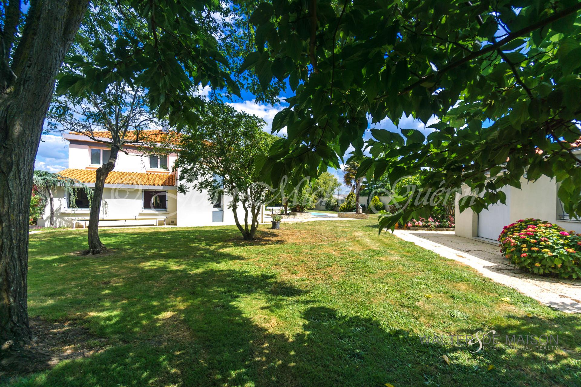 Maison 10 pièce(s) 215 m²                85270 ST HILAIRE DE RIEZ